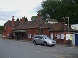 Wikipedia - Oxshott railway station